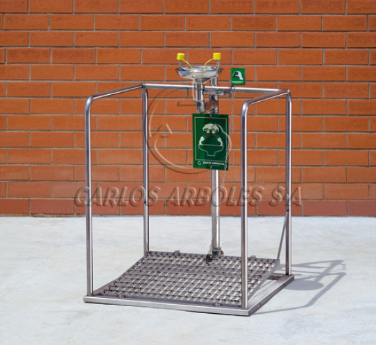 Eyewash platform in stainless steel